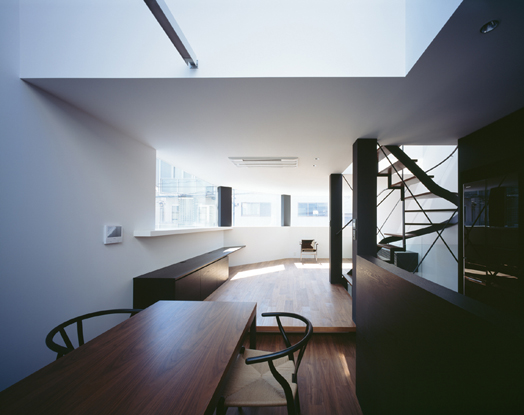 Cave house by Ar. Satoshi Kurosaki of Apollo Architects & Associates.