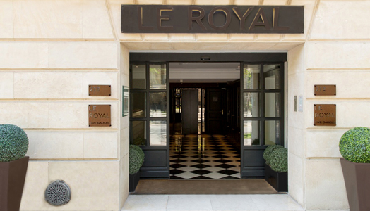 entrance of hotel Royal paris