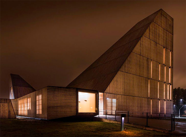 valer church by night