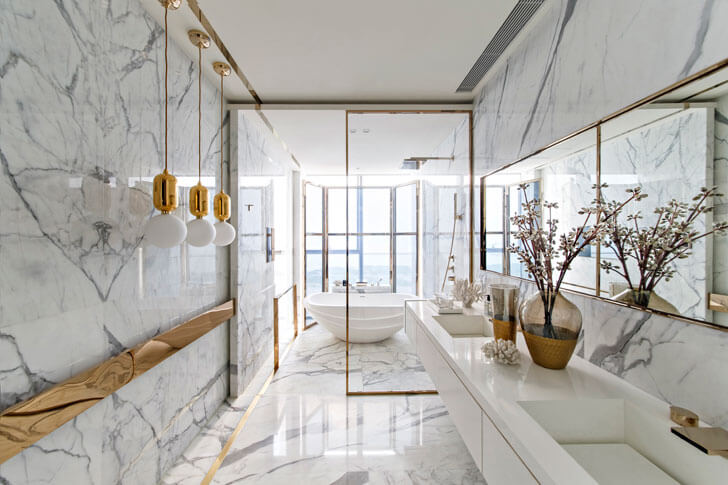 white and gold luxurious bathroom