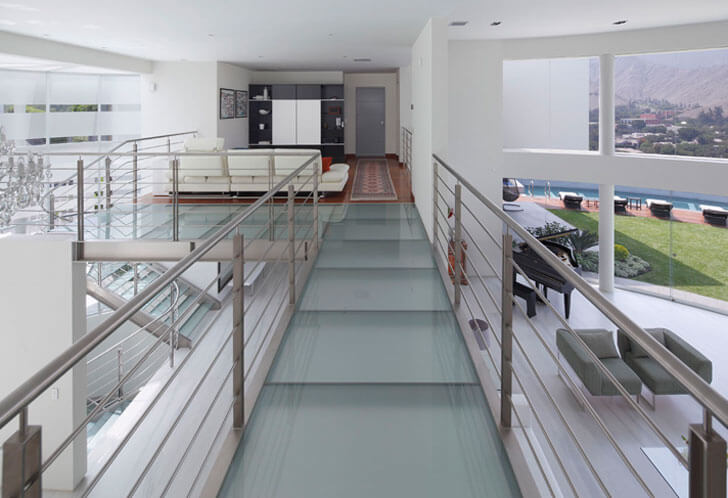 """glass bridge Casa O Gomez Guerrero Architects indiaartndesign"""