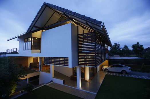 India art n design inditerrain climate sensitive house for Sloped roof house plans in india