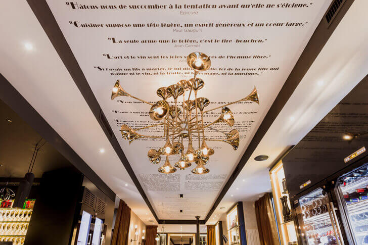interesting quotes on ceiling at Bistro de l'Arc, Paris