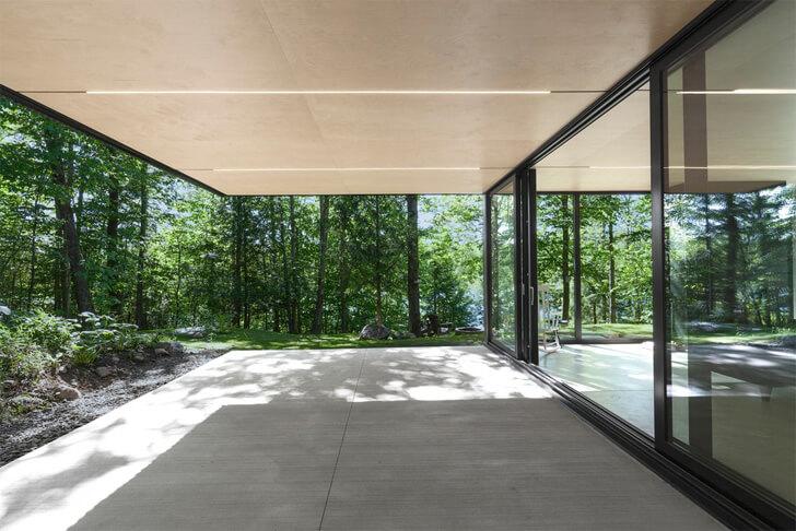 glass doors effect seamlessness