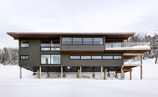 Laurentian ski chalet on pilotis