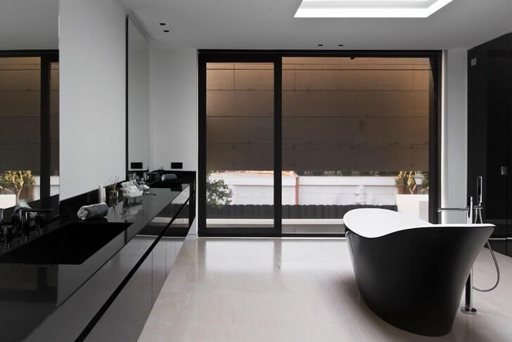 stand-alone bathtub