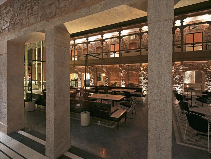Baradari - courtyard restaurant