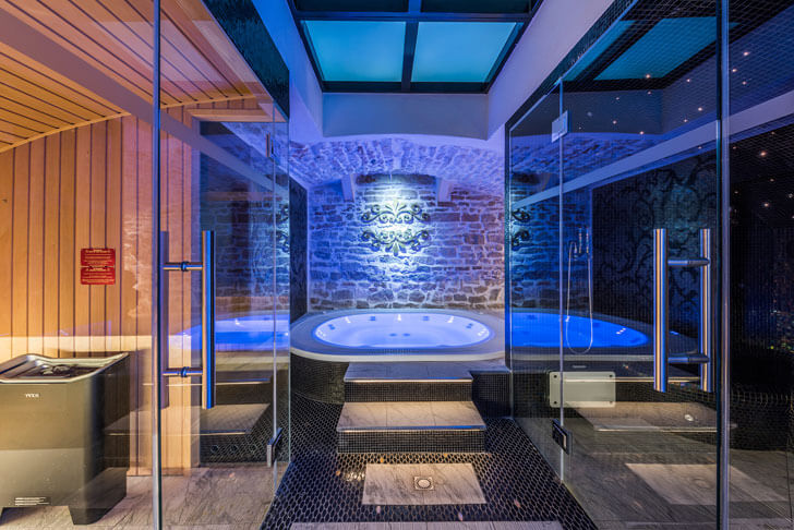 """step up to the jacuzzi spa designer alberto apostoli indiaartndesign"""