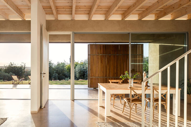 """dining home in galilee Golany Architects indiaartndesign"""