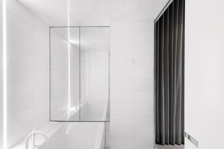 """bathroom IN3 installation Jean Verville indiaartndesign"""