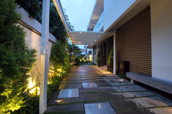 """""""covered walkway ar niroop reddy courtyard house indiaartndesign"""""""