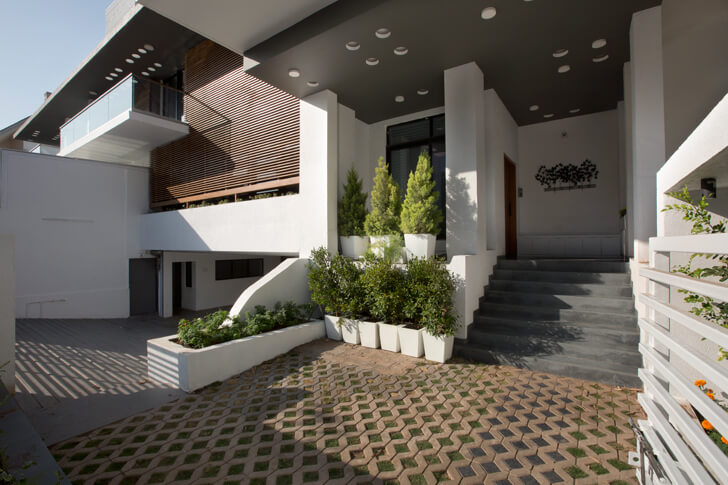 """exterior view long house sunil patil architects indiaartndesign"""