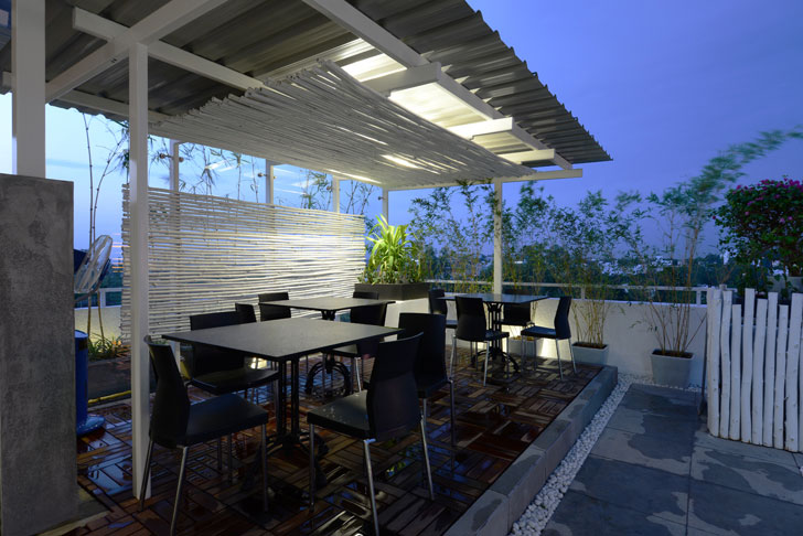 """dining area on terrace harish lakhani architects indiaartndesign"""