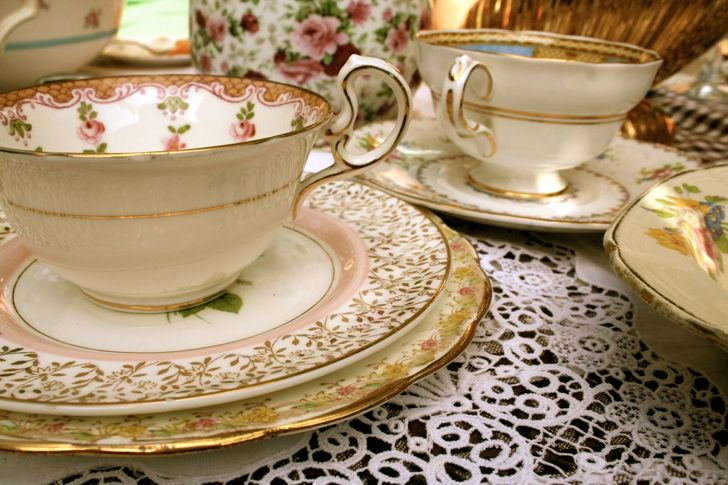 """elegant vintage crockery home decor ideas indiaartndesign"""