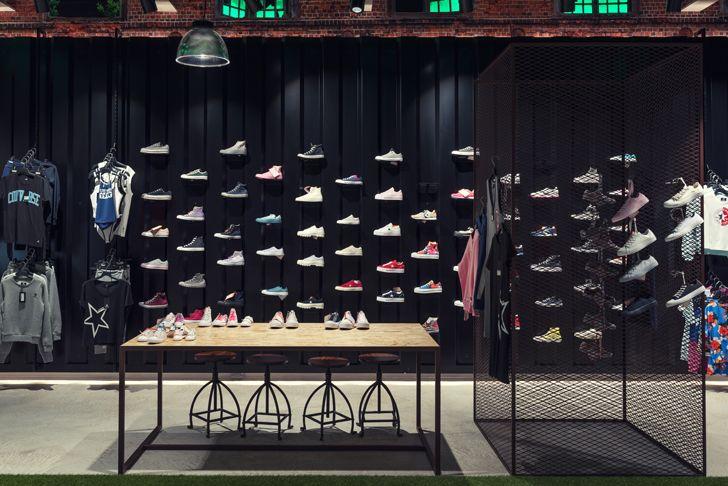 """shoe display converse flagship verona alberto apostoli indiaartndesign"""