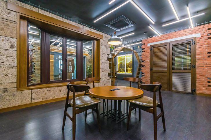 """display windows gallery Saransh architects indiaartndesign"""