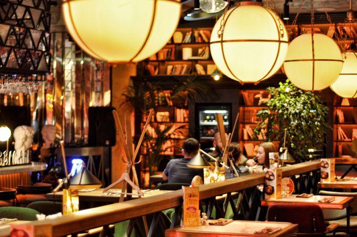 """busy ambience Robbie Italian cafe Samara ALLARTSDESIGN indiaartndesign"""