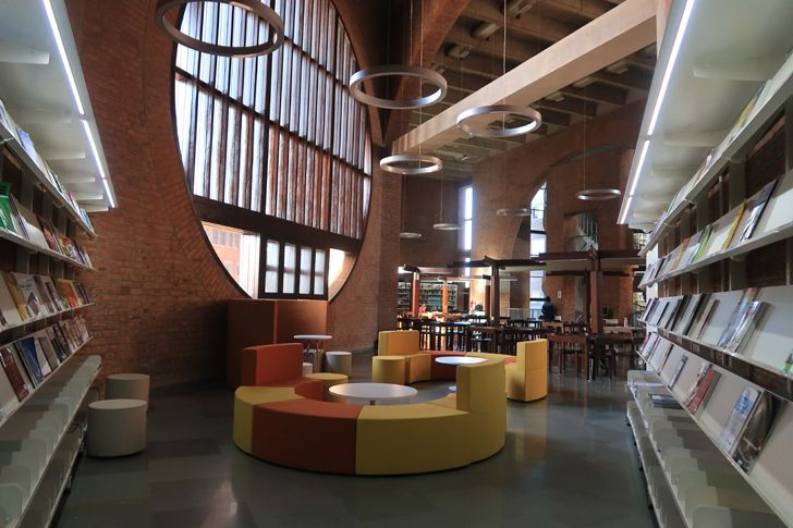 """reading hall Vikram Sarabhai Library IIM A SNK UNESCO award of distinction indiaartndesign"""