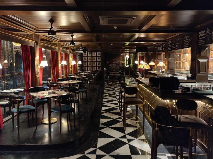 """Uno pizzeria Kolkata chromed design studio indiaartndesign"""
