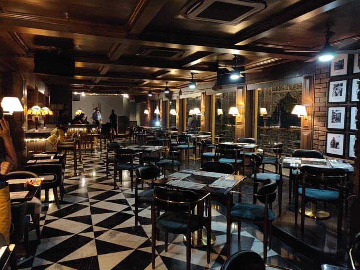 """warm ambience Uno pizzeria Kolkata chromed design studio indiaartndesign"""