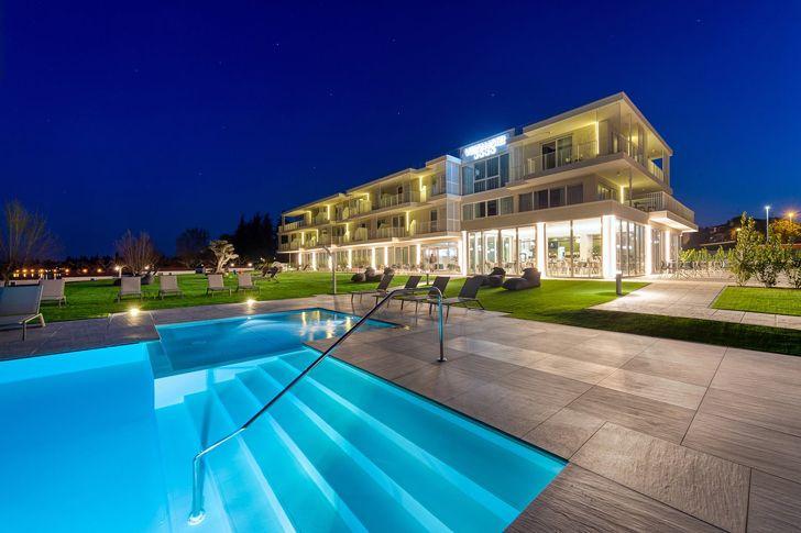 """pool by night vision hotel alberto apostoli indiaartndesign"""