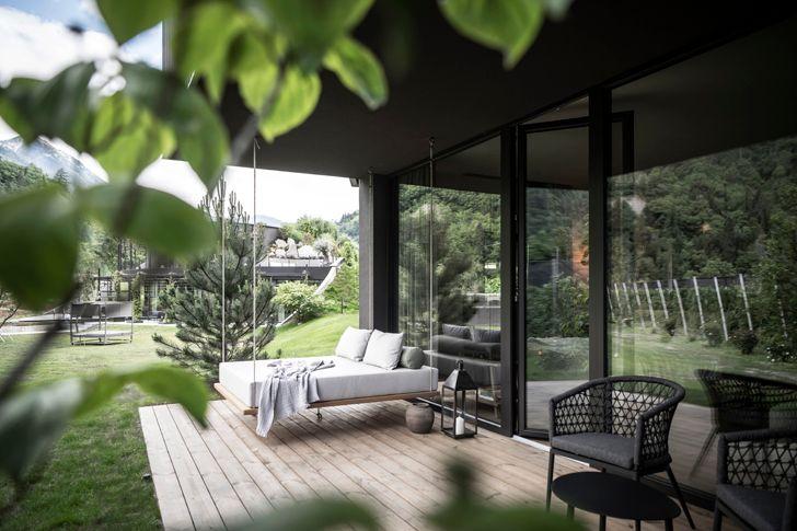 """guest suite Apfelhotel Torgglerhof NetworkOfArchitecture indiaartndesign"""