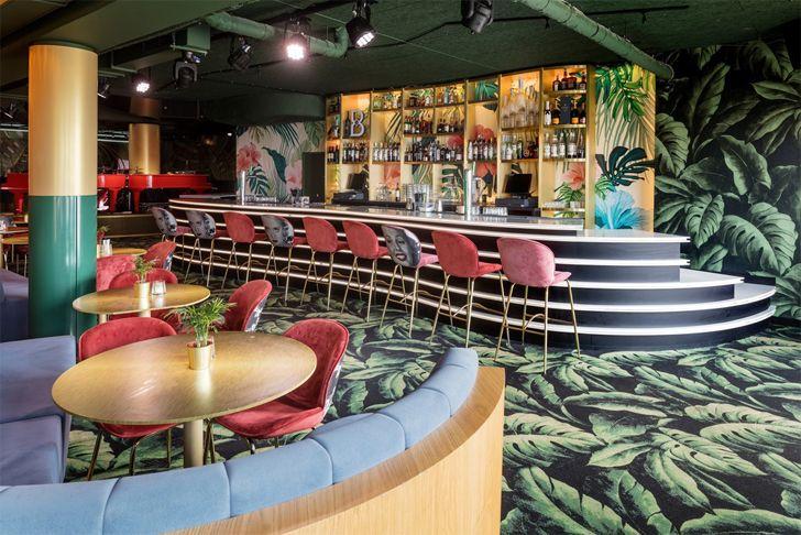 """catwalk bar Crazy Pianos music club ElEquipoCreativo indiaartndesign"""