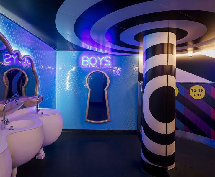 """gents washroom Crazy Pianos music club ElEquipoCreativo indiaartndesign"""