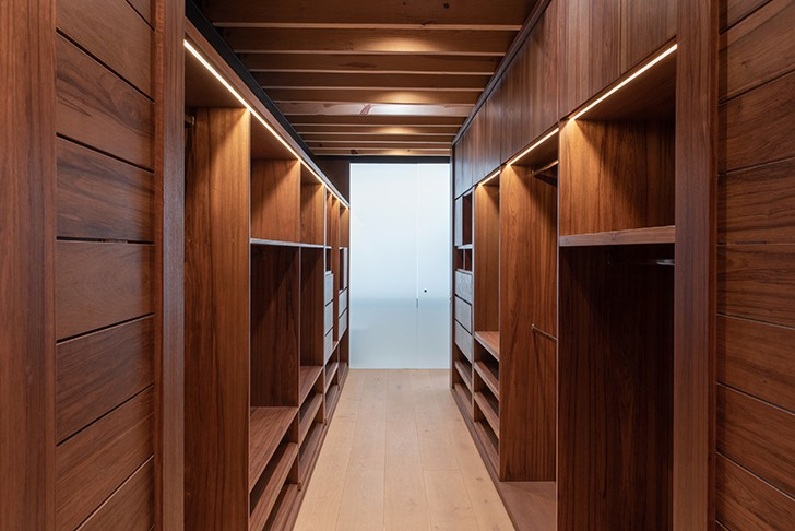 """all wood closet CasaLandJ Alvaro Moragrega Architects indiaartndesign"""