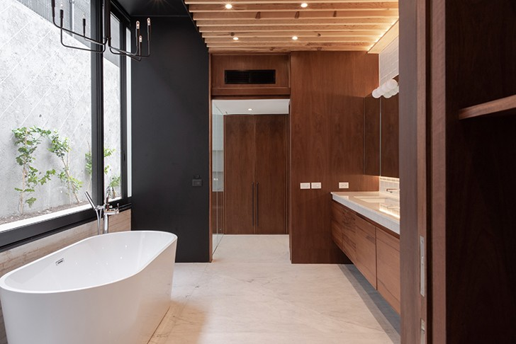 """bathroom CasaLandJ Alvaro Moragrega Architects indiaartndesign"""