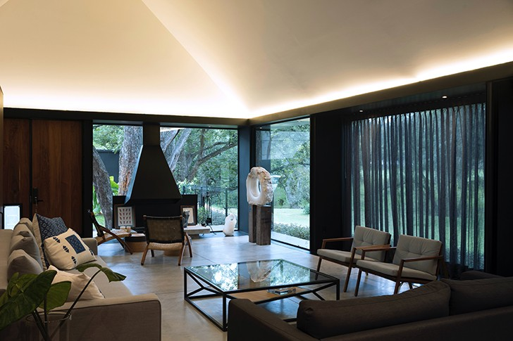 """formal livingroom CasaLandJ Alvaro Moragrega Architects indiaartndesign"""